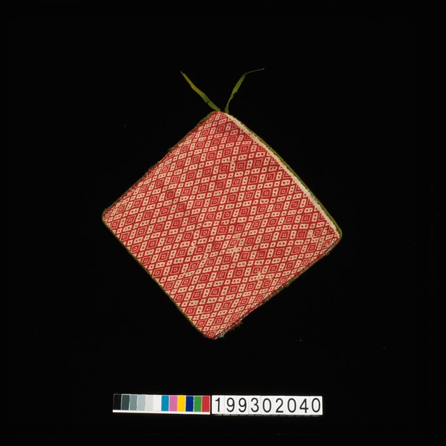 19930200040