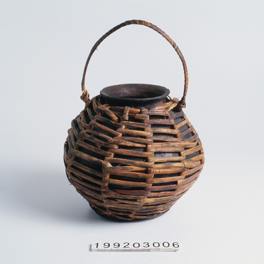 族語名稱:royoy   中文名稱:陶壺