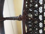 籃架上緣蟲型棒捲細部