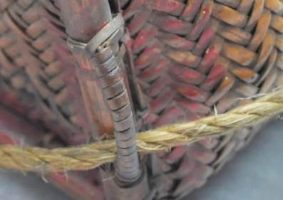 藤耳縛法:使用簡單纏繞法纏繞數條藤皮製成藤耳。