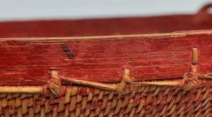 上緣:藤以打結縫綴法加於藤身