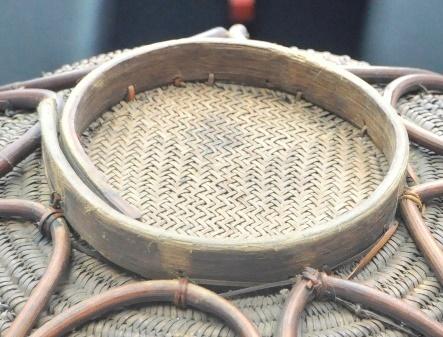 底部: 打結縫綴法加固藤條