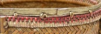 最後以打結縫綴法加藤條於上緣