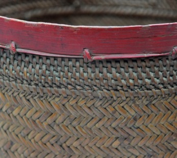 上緣處:附條打結縫綴法