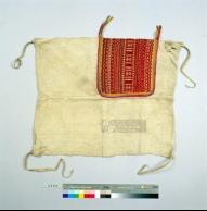 國立台灣博物館鄒族胸兜。