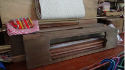 胸兜使用時的布農織布用具。