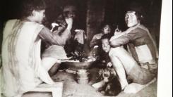 與訪客一起用餐,左邊男子背心以直條紋為主,郡社、關山