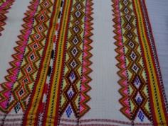 背面顯著的夾織紋飾
