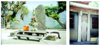 頭目家屋前之投目標石(左圖)及祖先浮雕(右圖)
