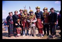 卑南人稱「家」為saruma anang,在形態上有小家庭paadajan和大家族sapal兩種基本形態