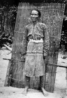 早期邵族水社酋長之妻:轉載自 鳥居龍藏眼中的台灣原住民-跨越世紀的影像;,1994:144