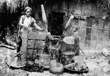 邵族日常用具(臼、杵、竹籠、漁具等):轉載自 鳥居龍藏眼中的台灣原住民-跨越世紀的影像;,1994:142