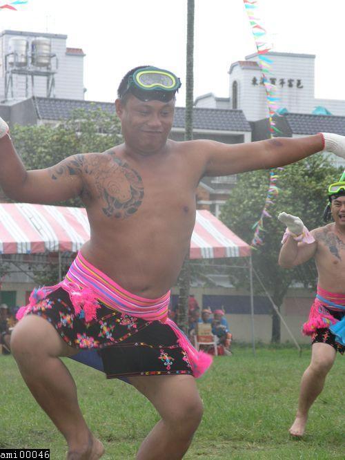 舞蹈中的阿美族男性