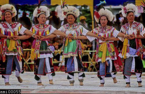 舞蹈中的阿美族婦女們