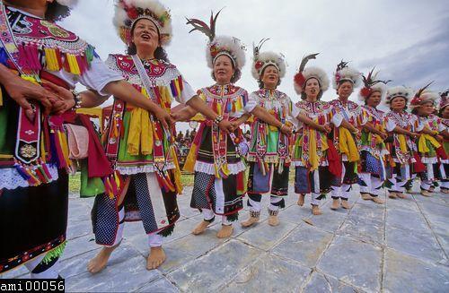 舞蹈中的阿美族女性們