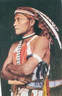 鄒族青年臂飾(鄒族青年穿戴照)