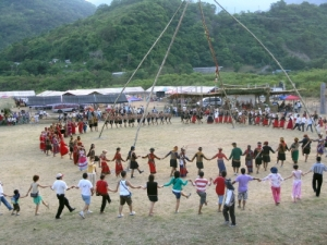 2007 The Swing Festival in kalalisiya, Dongsing village- Dance together
