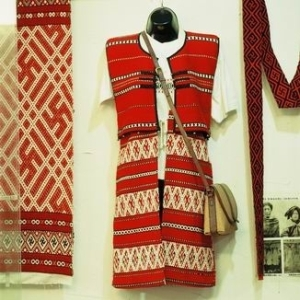 Saisiyat female knit clothing