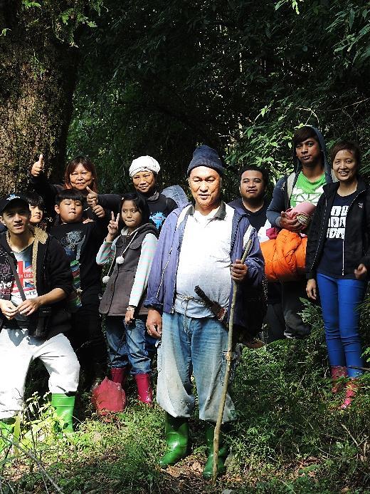 民國104年拉芙蘭部落帶著新一代的年輕人與小孩重返此地