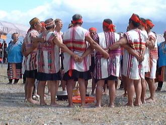 布農族男子於祭典時穿著的衣飾