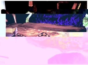 刻有百步蛇紋之木桌