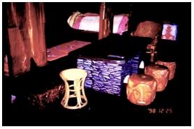 主屋空間石桌