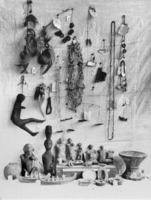 早期雅美族裝飾品、人偶及器具,轉載自 鳥居龍藏眼中的台灣原住民-跨越世紀的影像,1994:66